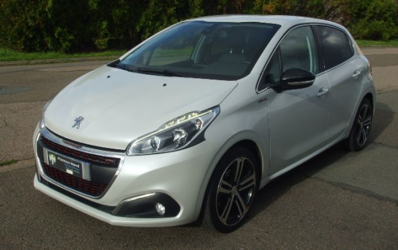 Peugeot 208 1.6 Blue hdi 100 Ch Gt line 5p